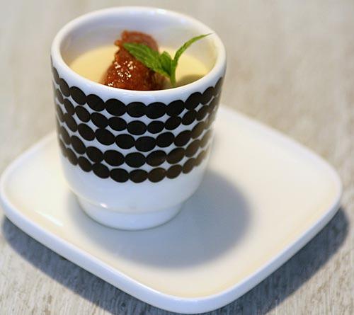 Raparperi posset ja rommilla maustettua raparperihilloa