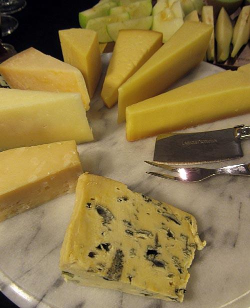 Pehmeitä, puolikovia ja kovia juustoja