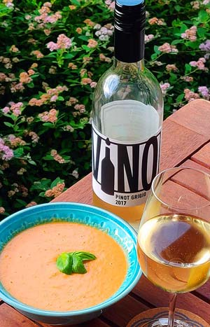 Casasmith Vino Pinot Grigio 2017 ja gazpacho
