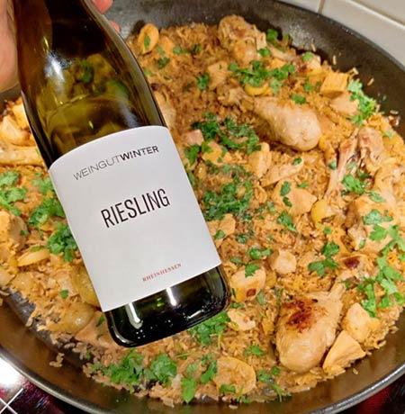 Weingut Winter Riesling ja sitruuna-kanaa riisillä