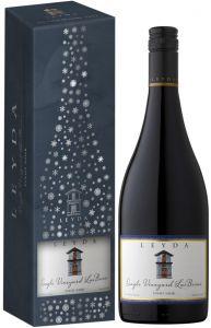 [kuva: Leyda Las Brisas Pinot Noir 2015 lahjapakkaus(© Alko)]