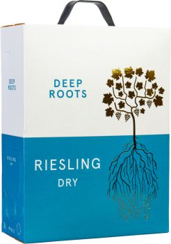 [kuva: Deep Roots Riesling Trocken 2019 hanapakkaus(© Alko)]