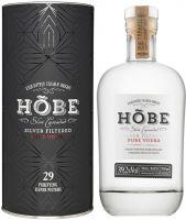 [kuva: Hõbe Organic Vodka lahjapakkaus]