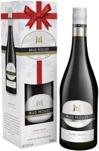 [kuva: Mud House Central Otago Pinot Noir 2016 lahjapakkaus(© Alko)]