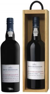 [kuva: Smith Woodhouse Late Bottled Vintage Port 2004 lahjapakkaus(© Alko)]