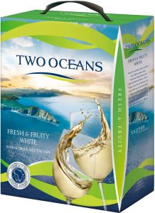 [kuva: Two Oceans Fresh & Fruity White 2016 hanapakkaus]